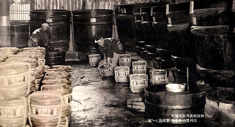仕込み樽が並ぶ醸造場の内部